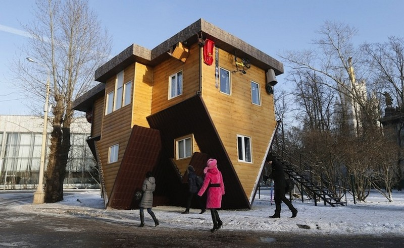 gravity up side down house in moscow russia (10)