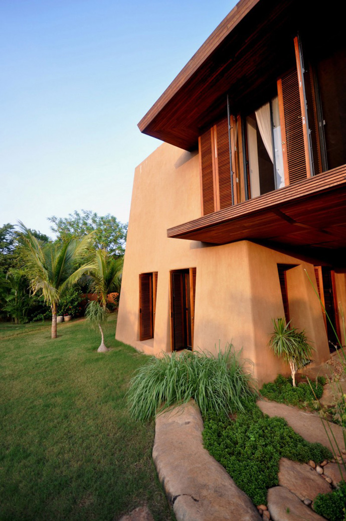 house contemporary with nature in india (7)