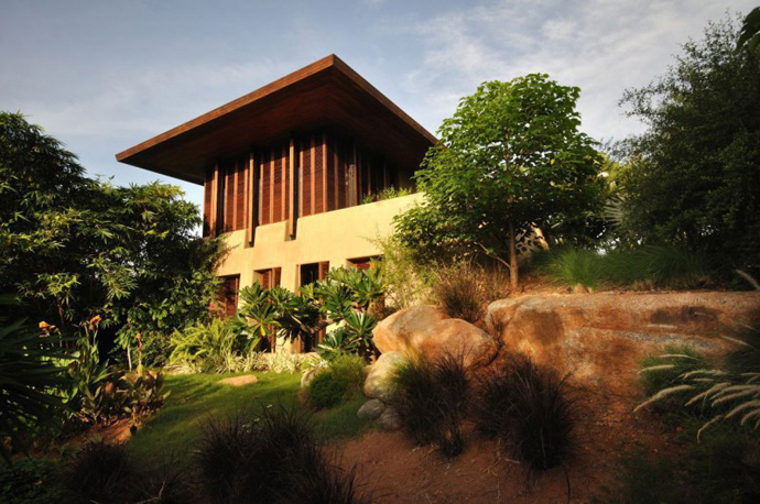 house contemporary with nature in india (8)