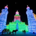 ปราสาทน้ำแข็ง 26 เมตร เหมือนในเทพนิยาย จากงานมหกรรมน้ำแข็งและหิมะที่เมืองจีน