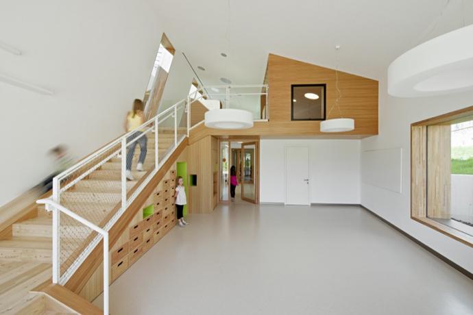 italy kindergarden modern serene peachful white wooden (12)