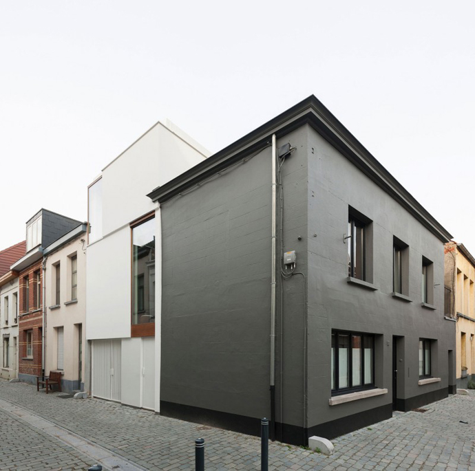 mini modern cute townhouse for growing family in belgium (13)