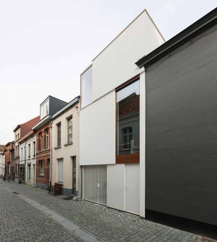 mini modern cute townhouse for growing family in belgium (3)