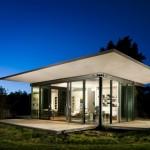 บ้านชั้นเดียวหลังเล็กสไตล์โมเดิร์น ออกแบบหลังคาปีกผีเสื้อ ตกแต่งอย่างโปร่งทันสมัย
