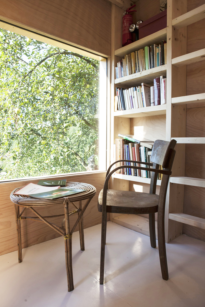 mini wooden house library (4)