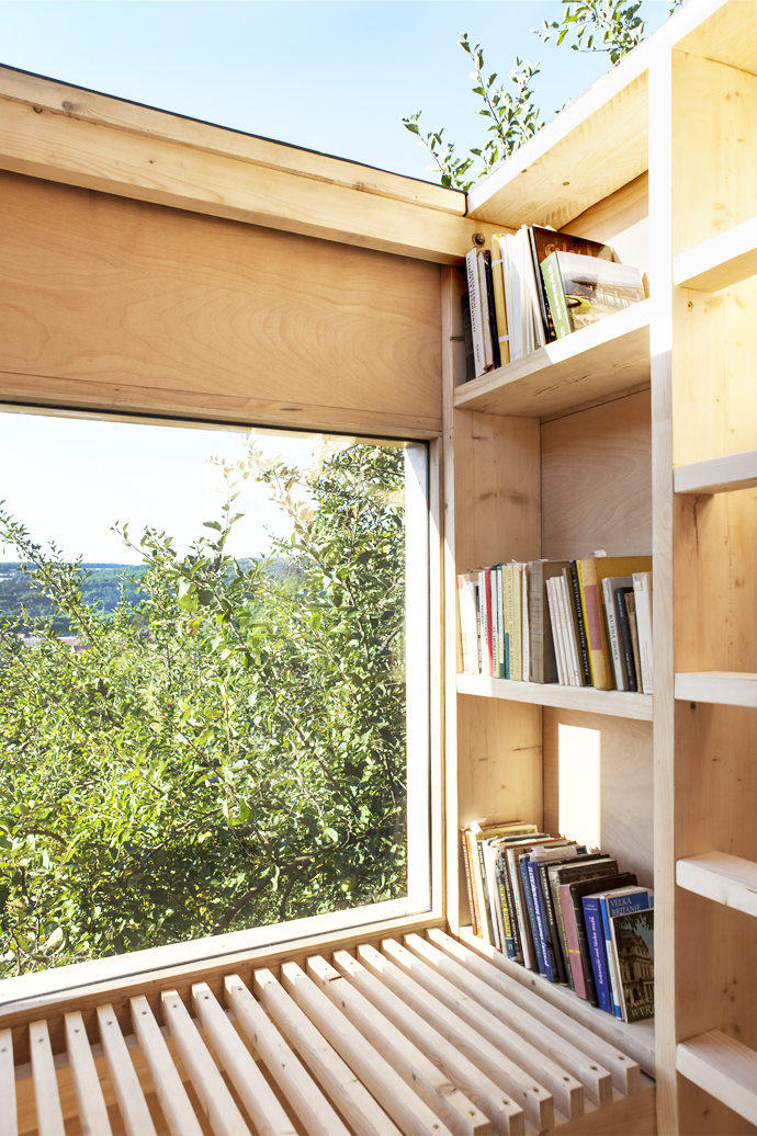 mini wooden house library (5)