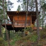 แบบบ้านไม้ชั้นเดียวหลังคาทรงปีกผีเสื้อ ในบรรยากาศธรรมชาติที่ประเทศแคนาดา