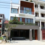 บ้านทาวน์โฮมสมัยใหม่ 3 ชั้น ปลูกต้นไม้ในทุกๆมุม สร้างพื้นที่สีเขียวกลางเมืองใหญ่