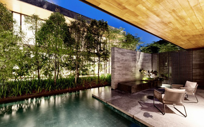 modern house with nature in singapore (11)