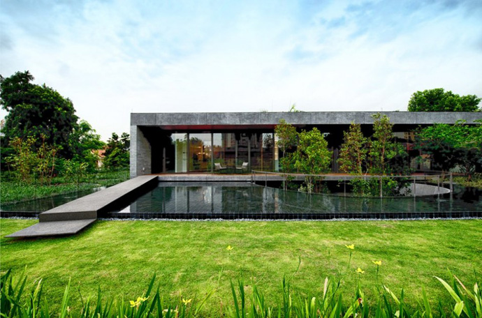 modern house with nature in singapore (13)
