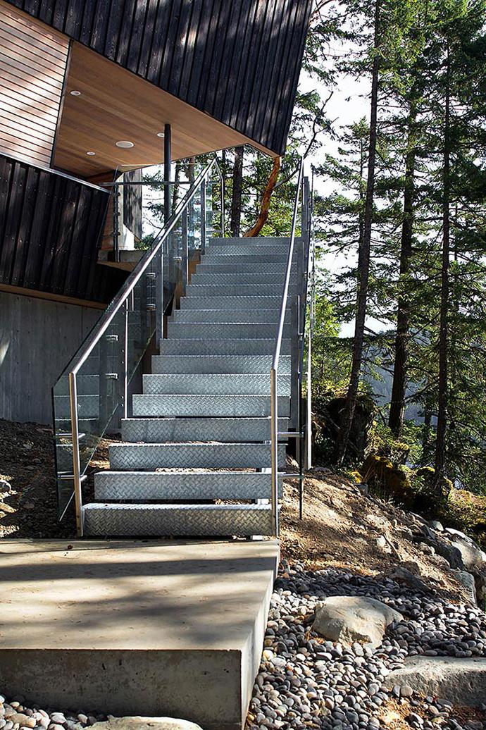 modern island house in canada (5)