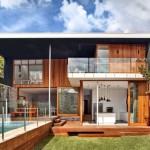 แบบบ้านสองชั้นในสไตล์โมเดิร์น พร้อมสนามหญ้าและสระว่ายน้ำ สร้างบรรยากาศดีๆ