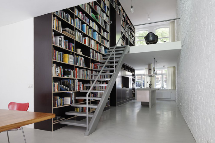 modern stair bookshelf in netherland house (1)