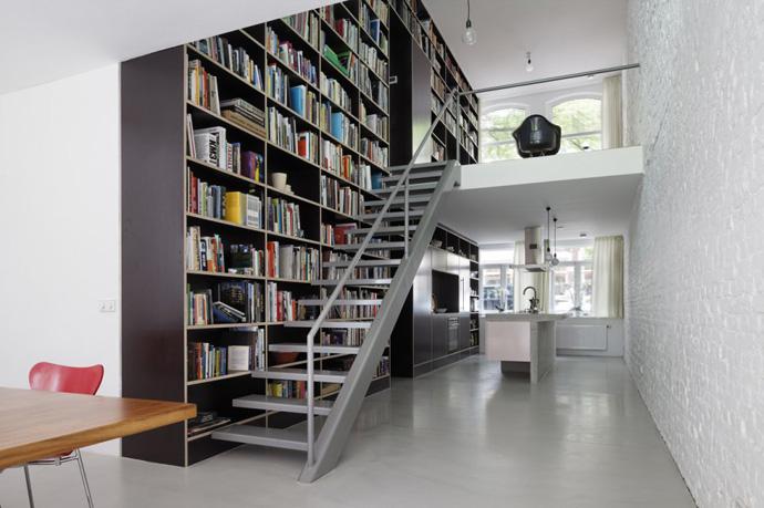 modern stair bookshelf in netherland house (1)