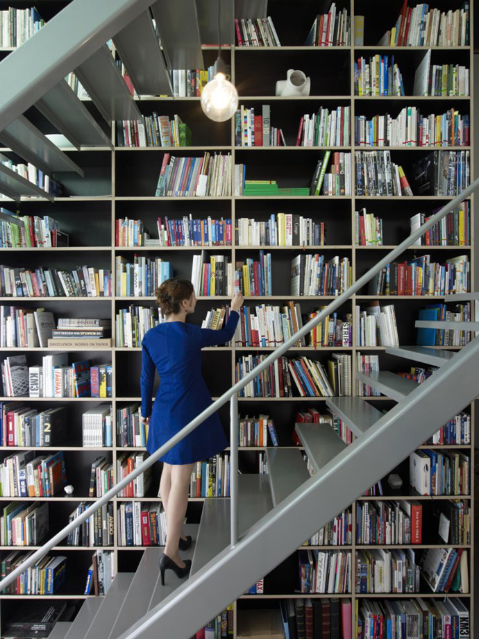 modern stair bookshelf in netherland house (3)