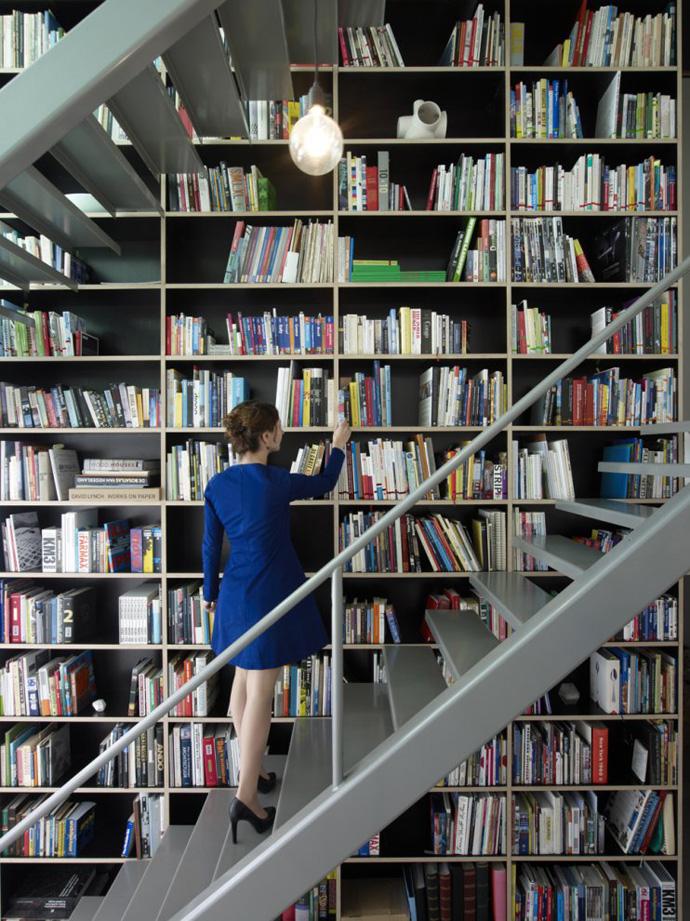 modern stair bookshelf in netherland house (3)