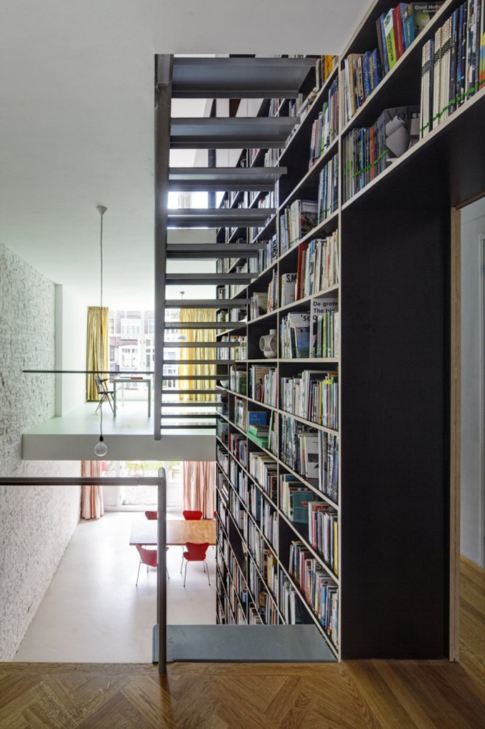 modern stair bookshelf in netherland house (4)