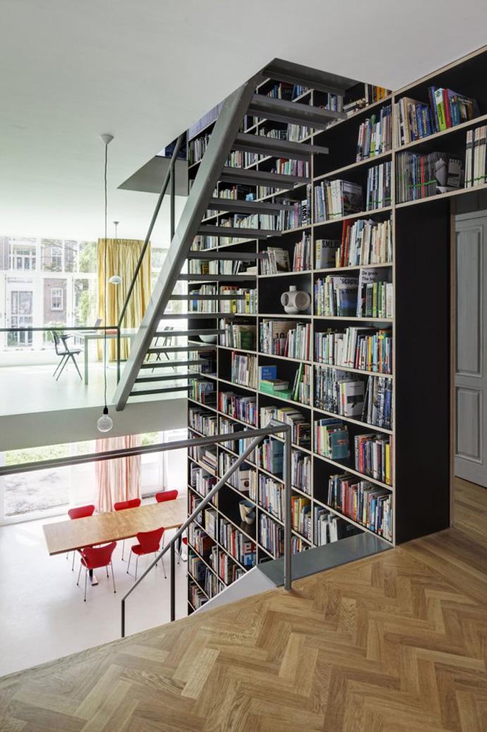modern stair bookshelf in netherland house (5)