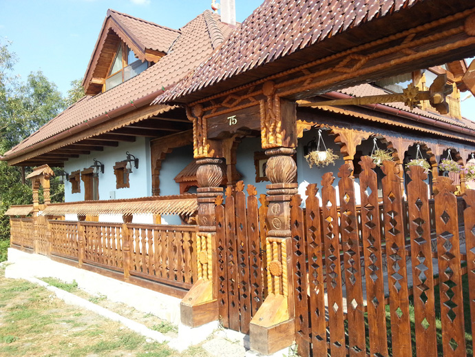 wooden decoration on house perfect idea (10)