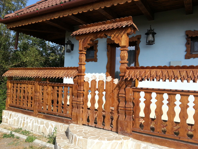 wooden decoration on house perfect idea (13)