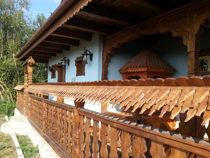 wooden decoration on house perfect idea (14)