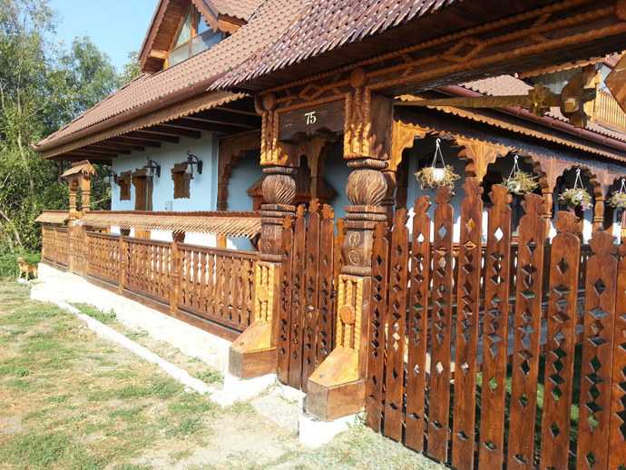 wooden decoration on house perfect idea (9)