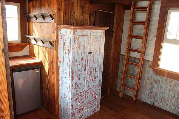 wooden house idea tiny cottage (1)