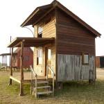 แบบบ้านไม้ชั้นครึ่ง รูปทรงดูเป็นเอกลักษณ์ จัดสรรพื้นที่ภายในได้อย่างลงตัว