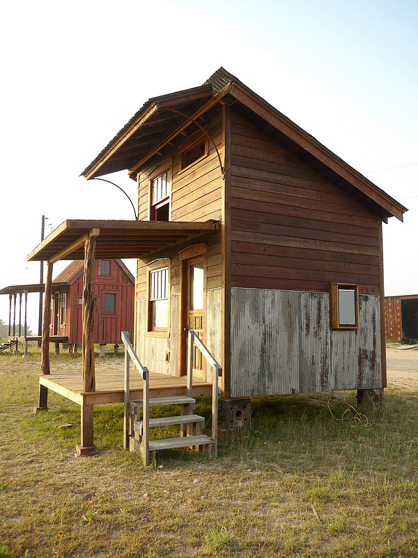 wooden house idea tiny cottage (9)