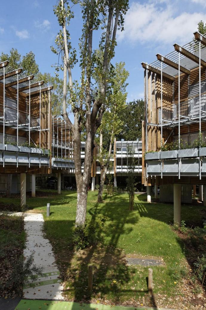 wooden mini garden housing in france (17)