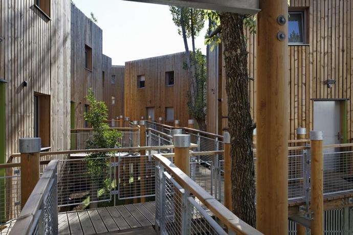 wooden mini garden housing in france (4)