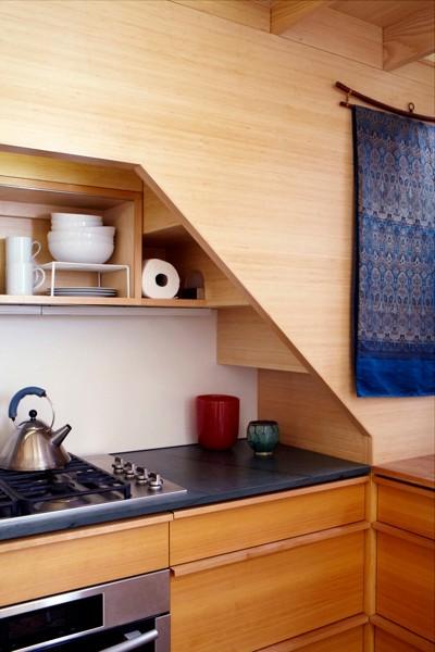 240-sf-micro-apartment-nyc-07-400x600