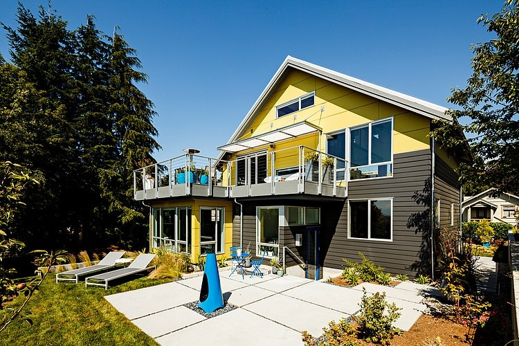 3.5 storey modern contemporary townhome with mini garden (11)