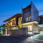 บ้านสองชั้นเพื่อครอบครัว รูปทรงเป็นเอกลักษณ์ทันสมัย อยู่ในไทยแต่ดังไกลทั่วโลก