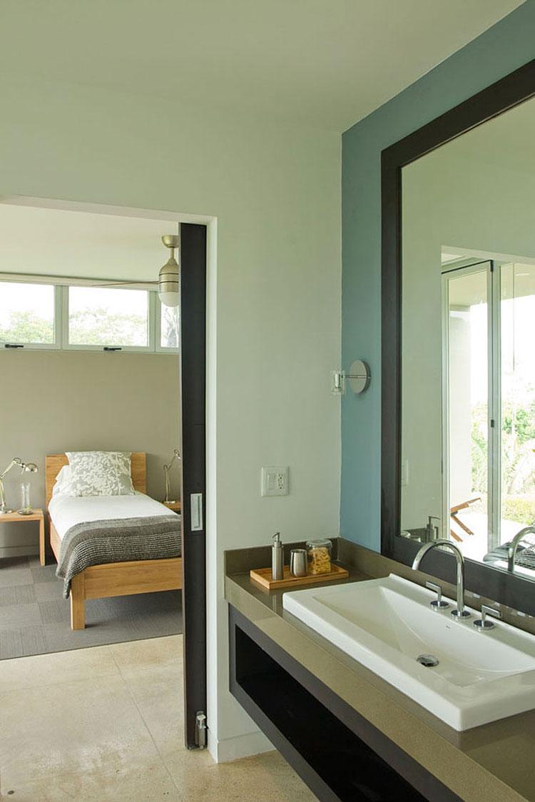Bedroom-and-Bathroom-Design-at-Luxury-Vacation-Home-in-Costa-Rica-Black-Beauty-Tierra-Villa