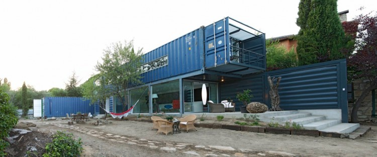 blue container house in spain (1)