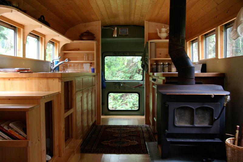 bus_kitchen