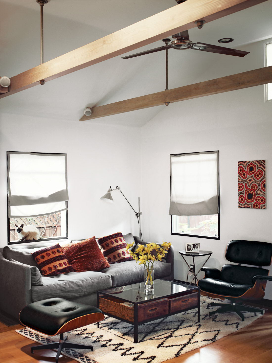 compact contemporary house for all purpose (7)