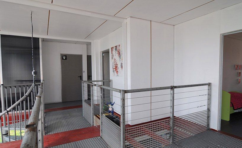 container house red vivid (4)