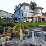 แบบบ้านสามชั้นริมทะเล ออกแบบรูปทรงมีเอกลักษณ์ เน้นสีสันและชีวิตที่สงบเรียบง่าย
