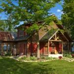 บ้านกระท่อมไม้สองชั้น เปลี่ยนจากบ้านหลังเก่าผุพัง ให้ดูใหม่และสวยงามอีกครั้ง