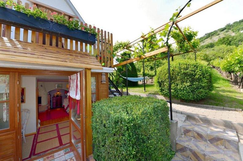 cottage-hungary4