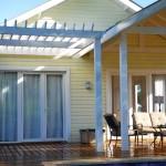 บ้านไม้ชั้นเดียวสำหรับครอบครัว ขนาด 2 ห้องนอน 1 ห้องน้ำ ทรงเรียบง่ายอยู่สบาย