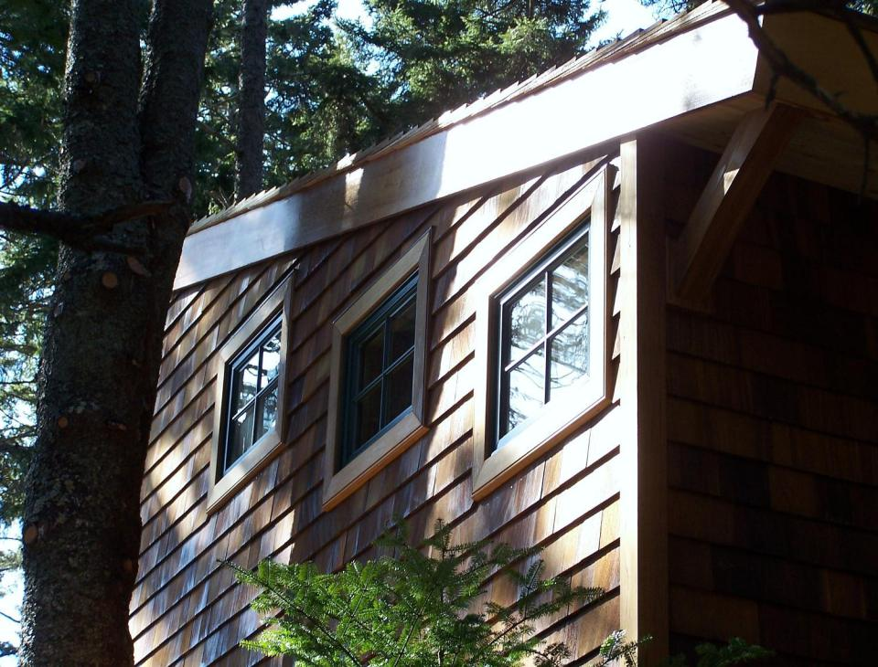 david-matero-island-tree-house-exterior13-via-smallhousebliss
