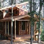 บ้านกระท่อมไม้สองชั้น รูปลักษณ์โดดเด่นแปลกตา บนแนวคิดความเรียบง่ายสบายๆ