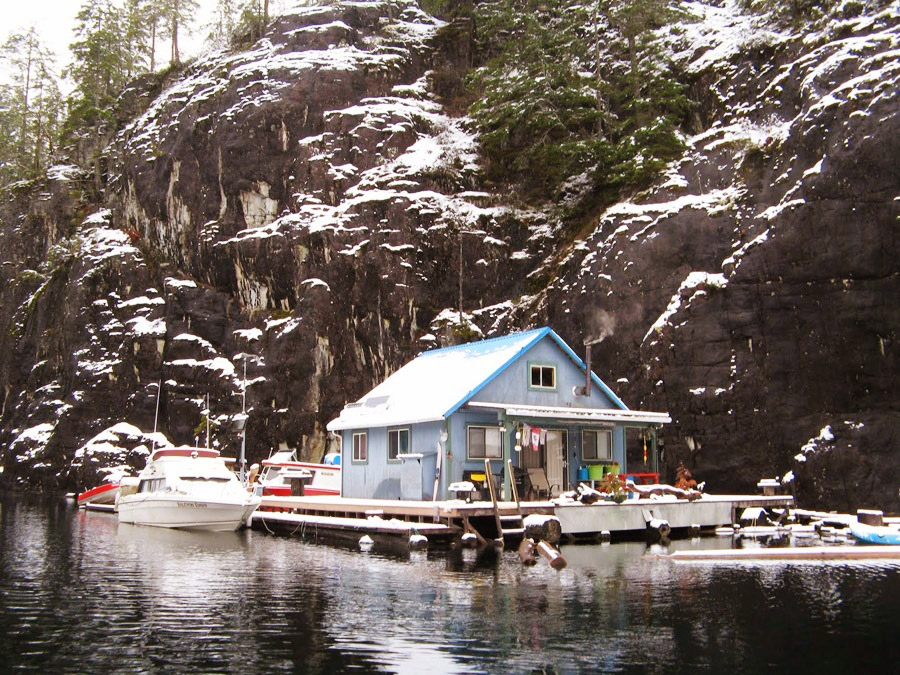 floating house cottage cabin in canada (3)