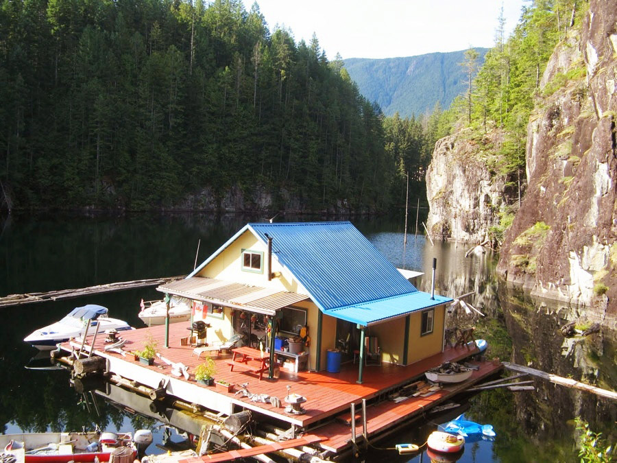 floating house cottage cabin in canada (4)