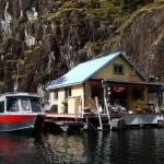 แบบบ้านลอยน้ำ ออกแบบตกแต่งอย่างเรียบง่าย กลางบรรยากาศธรรมชาติในแคนาดา