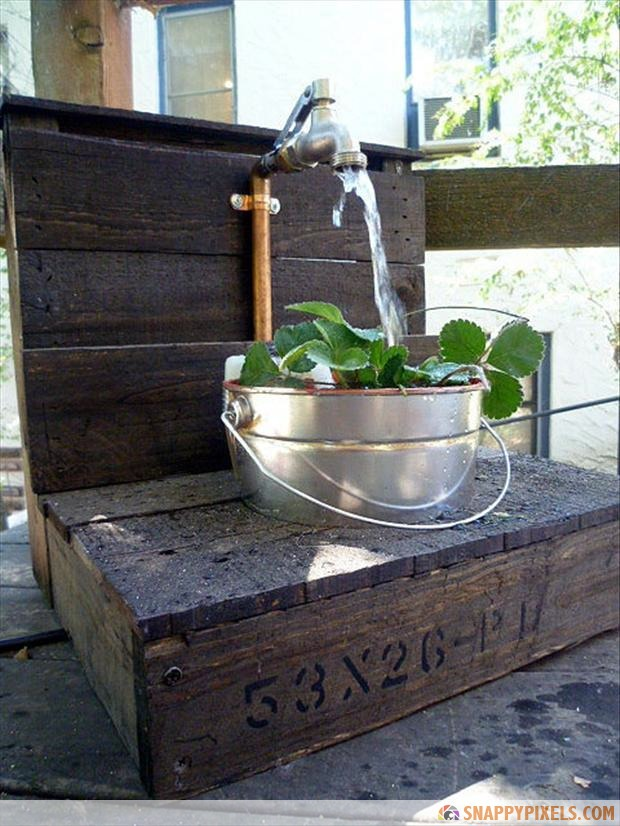 garden-desk-from-old-pallets