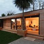 แบบบ้านไม้ทรงกล่องแบบคอมแพ็ค ออกแบบให้โมเดิร์น พร้อมพื้นที่ใช้งานครบครัน